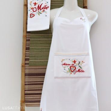 """Kit de delantal + paño de cocina bordado """"ADORO-TE, MÃE"""""""