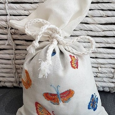 Embroidered Lavender Sachet - Borboleta II